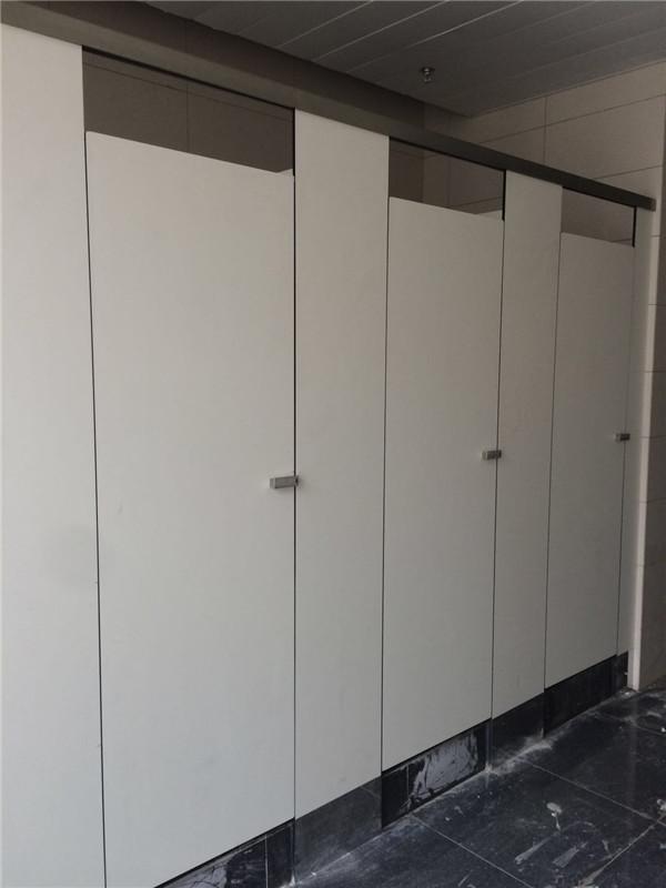 五环大道公厕PVC板卫生间隔断