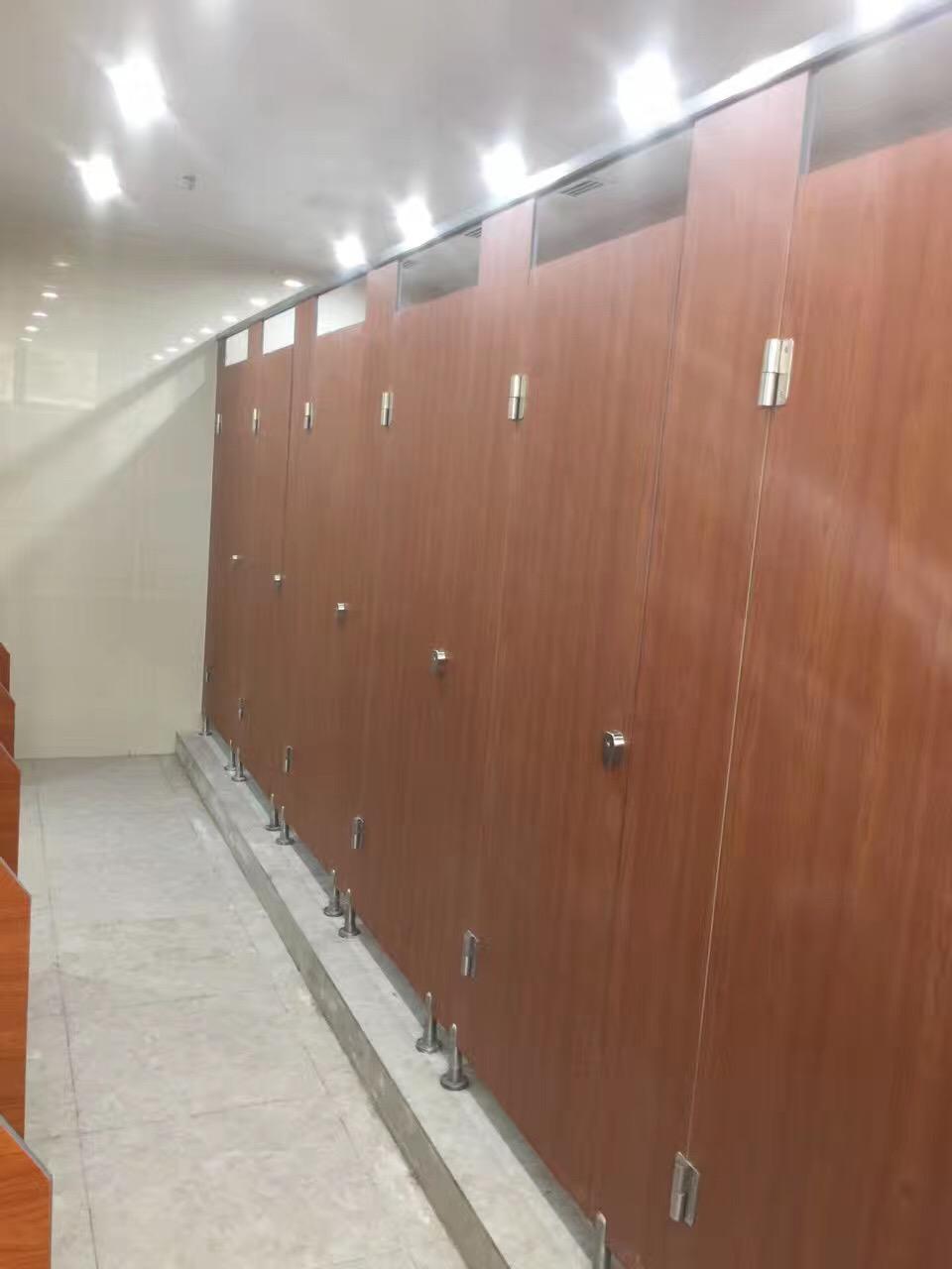 光谷六中金属镀锌卫生间隔断