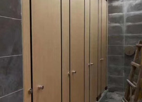 商场木纹洗手间隔